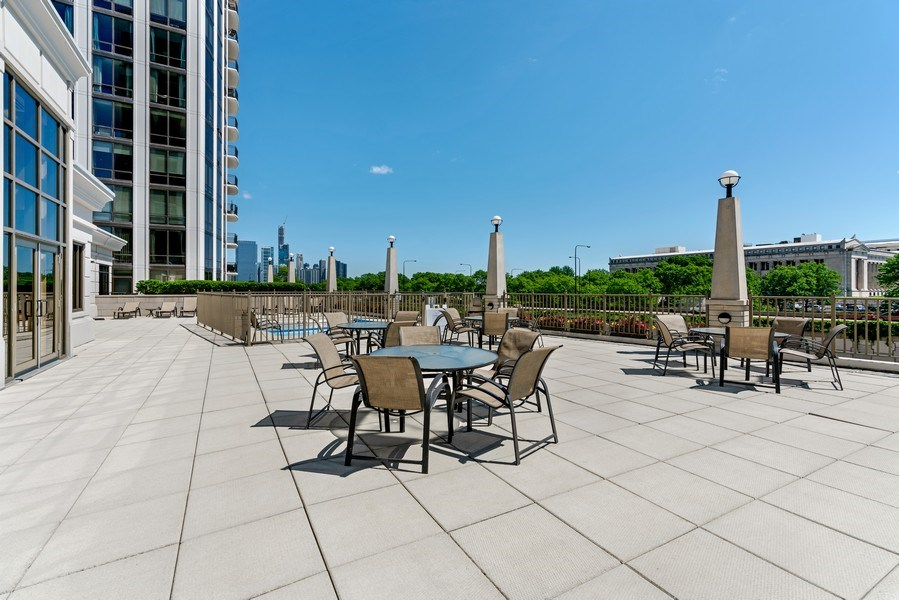 Real Estate Photography - 233 E. 13th Street, Unit 610, Chicago, IL, 60605 - Sundeck