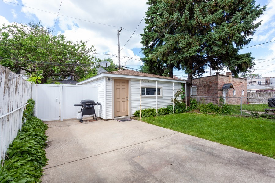 Real Estate Photography - 5040 West Cullom Ave, Chicago, IL, 60641 - Back Yard