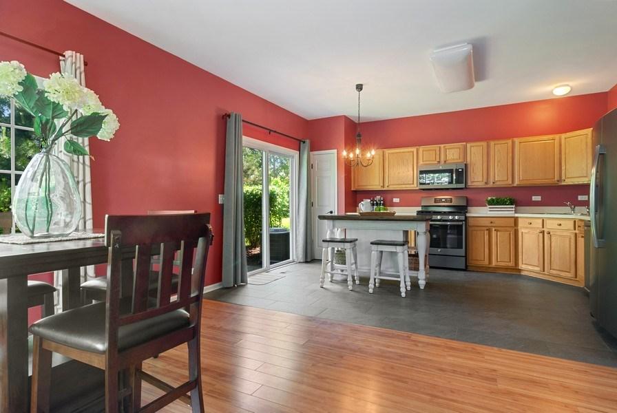 Real Estate Photography - 442 Jamestown Court, Aurora, IL, 60502 - Kitchen / Breakfast Room