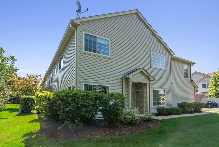 Real Estate Photography - 442 Jamestown Court, Aurora, IL, 60502 - Front View