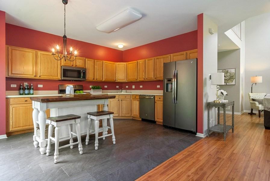 Real Estate Photography - 442 Jamestown Court, Aurora, IL, 60502 - Kitchen