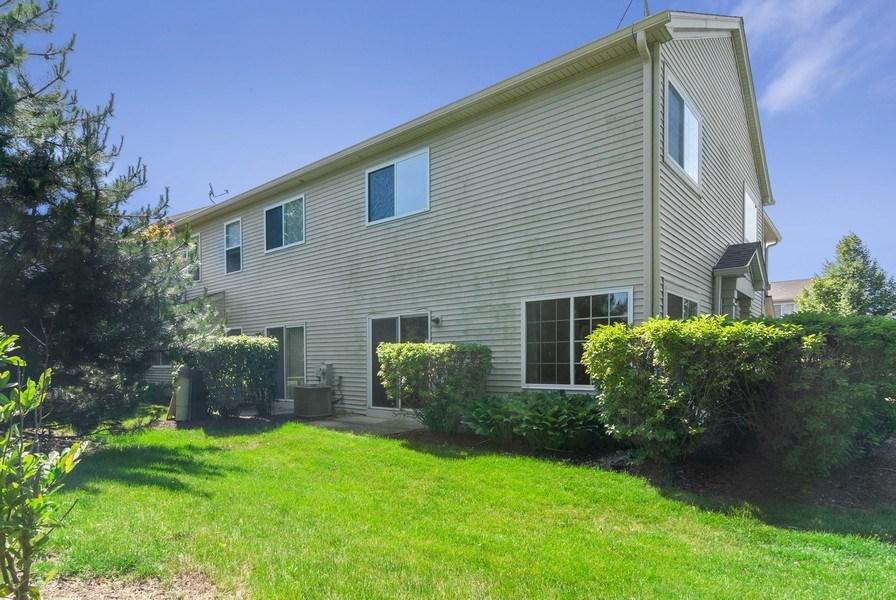 Real Estate Photography - 442 Jamestown Court, Aurora, IL, 60502 - Rear View