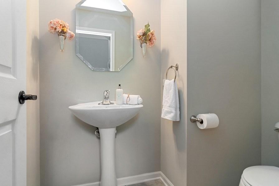 Real Estate Photography - 442 Jamestown Court, Aurora, IL, 60502 - Bathroom