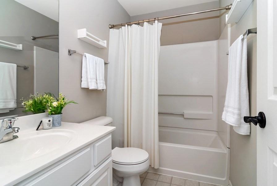 Real Estate Photography - 442 Jamestown Court, Aurora, IL, 60502 - 2nd Bathroom