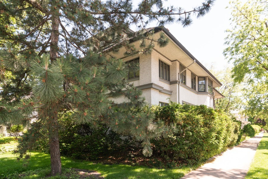 Real Estate Photography - 202 North Ridgeland Ave, Oak Park, IL, 60302 - Side View