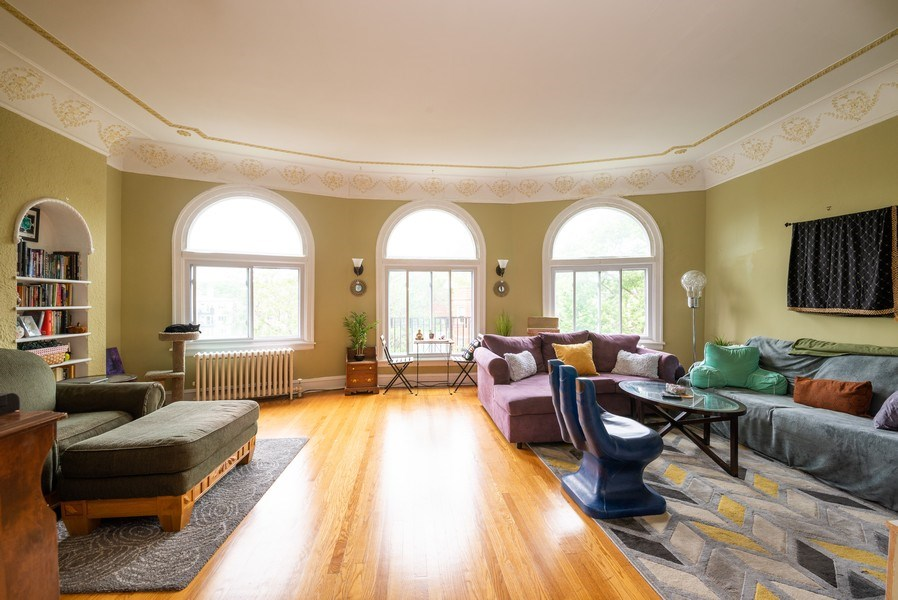 Real Estate Photography - 7355 N. Winchester Avenue, Chicago, IL, 60626 - 3rd Floor Living Room