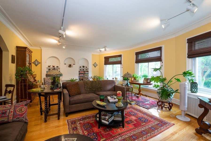 Real Estate Photography - 7355 N. Winchester Avenue, Chicago, IL, 60626 - 1st Floor Living Room