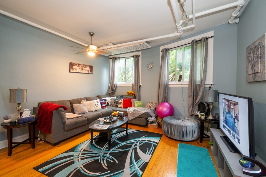 Real Estate Photography - 7355 N. Winchester Avenue, Chicago, IL, 60626 - Garden Living Room