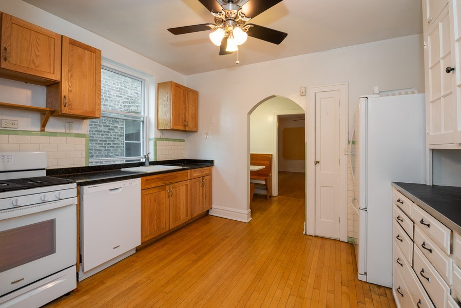 Real Estate Photography - 7355 N. Winchester Avenue, Chicago, IL, 60626 - 2nd Floor Kitchen