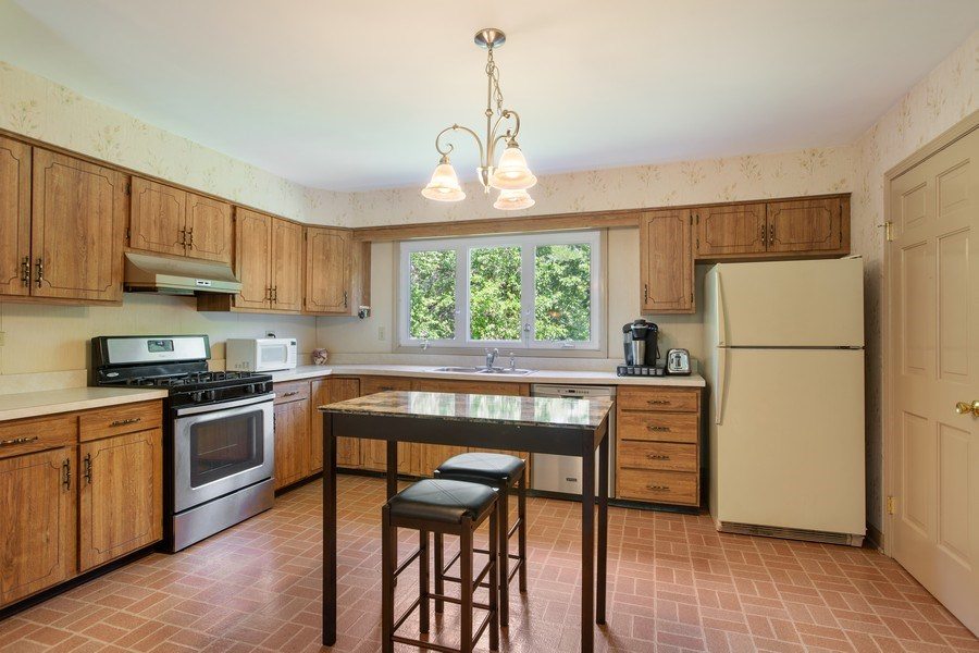 Real Estate Photography - 25W722 Flint Creek Drive, Wheaton, IL, 60189 - Kitchen