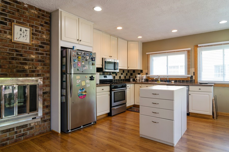 Real Estate Photography - 5851 CHATSWORTH Court, Hanover Park, IL, 60133 - Kitchen