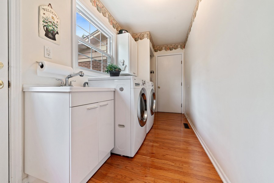Real Estate Photography - 308 South Park Blvd, Glen Ellyn, IL, 60137 - Laundry Room