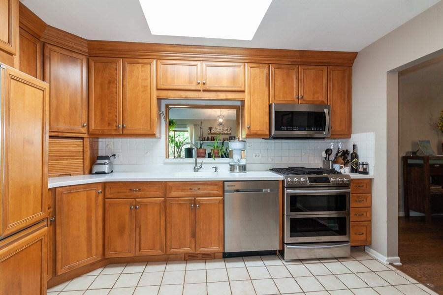 Real Estate Photography - 266 Woodstock Avenue, Clarendon Hills, IL, 60514 - Kitchen