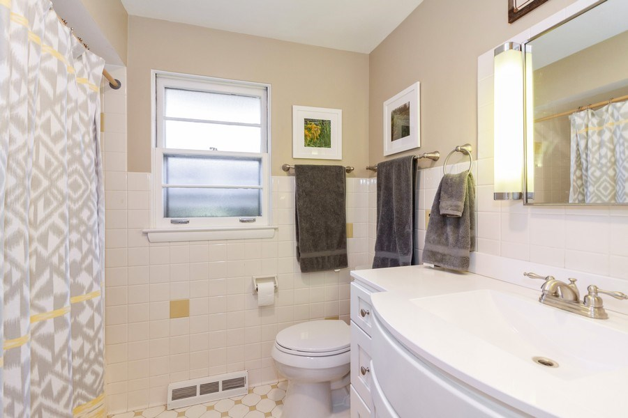 Real Estate Photography - 266 Woodstock Avenue, Clarendon Hills, IL, 60514 - 2nd Bathroom