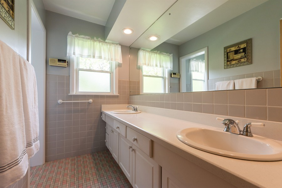 Real Estate Photography - 715 W. Rockwell Street, Arlington Heights, IL, 60005 - Bathroom