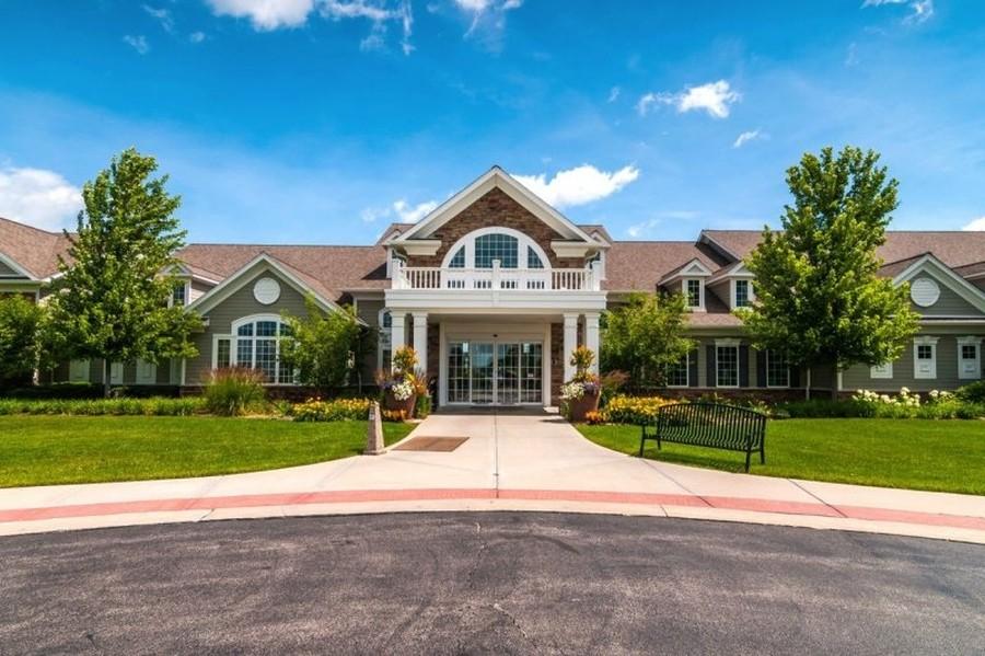 Real Estate Photography - 2544 Harvest Vly, Elgin, IL, 60124 - CREEKSIDE LODGE