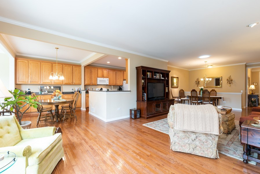 Real Estate Photography - 2544 Harvest Vly, Elgin, IL, 60124 - EXTENDED CABINETS IN BREAKFAST ROOM