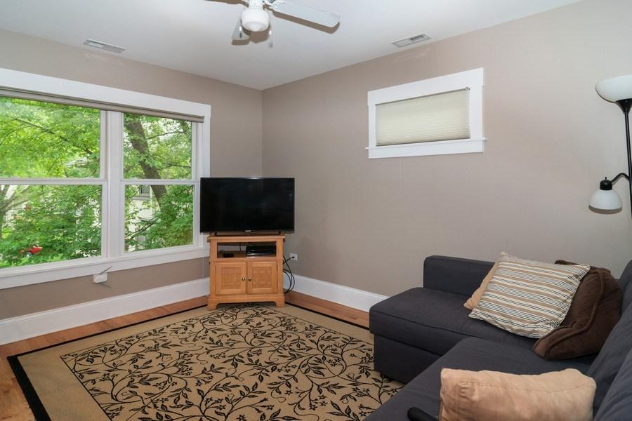 Real Estate Photography - 725 Belleforte Avenue, Oak Park, IL, 60302 - Apartment living room