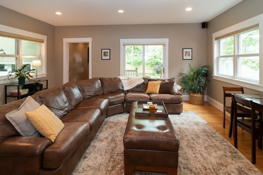 Real Estate Photography - 725 Belleforte Avenue, Oak Park, IL, 60302 - Family Room
