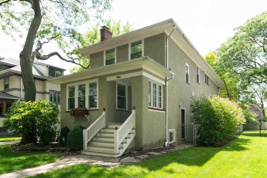 Real Estate Photography - 725 Belleforte Avenue, Oak Park, IL, 60302 - Front entrance