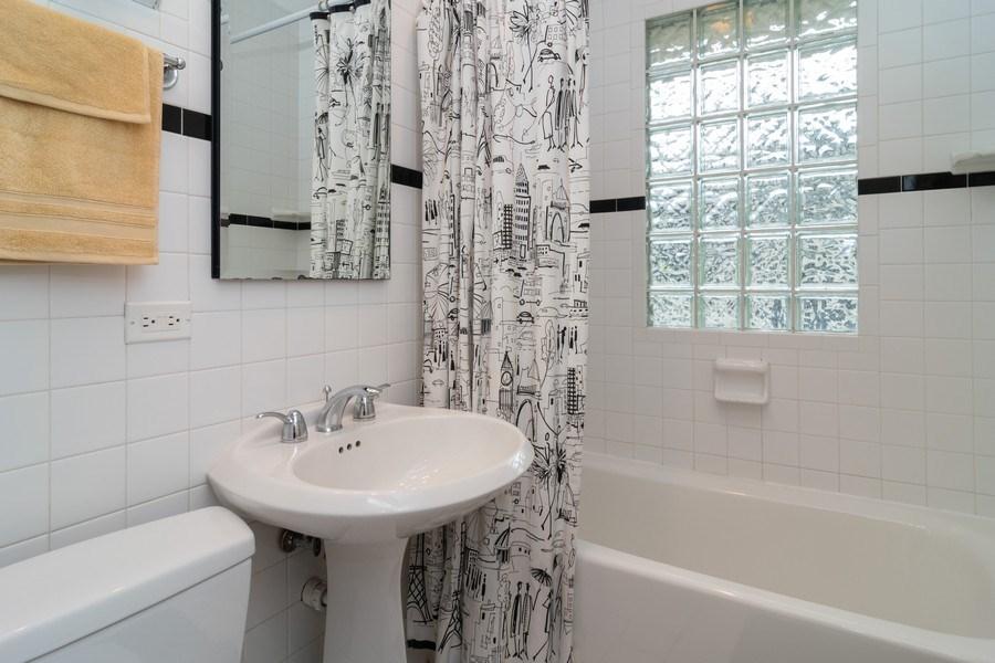 Real Estate Photography - 725 Belleforte Avenue, Oak Park, IL, 60302 - Hall bathroom