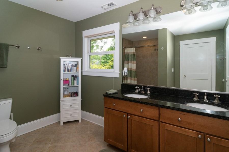 Real Estate Photography - 725 Belleforte Avenue, Oak Park, IL, 60302 - Apartment bathroom