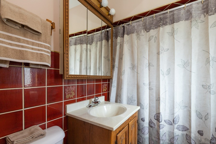 Real Estate Photography - 27160 West Sunset Ave, Antioch, IL, 60002 - Bathroom