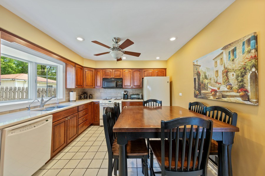 Real Estate Photography - 382 Ridgewood Avenue, Glen Ellyn, IL, 60137 - Breakfast Area