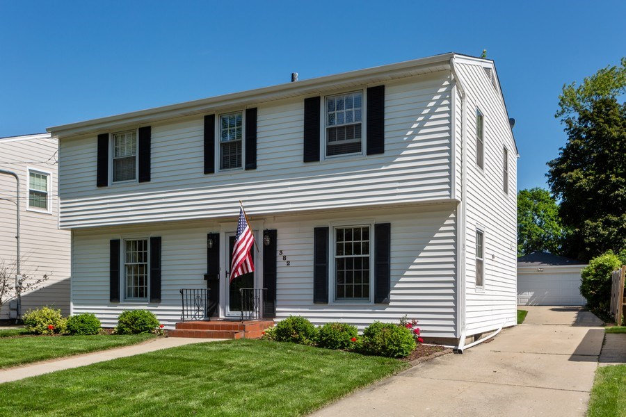 Real Estate Photography - 382 Ridgewood Avenue, Glen Ellyn, IL, 60137 - Front View