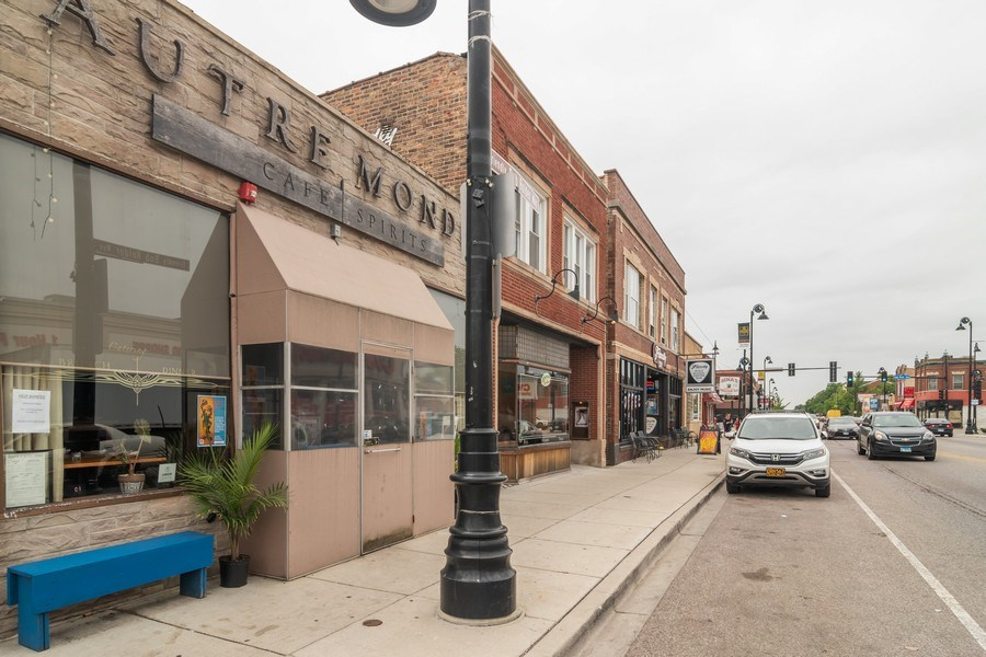 Real Estate Photography - 6727 Roosevelt Rd, Berwyn, IL, 60402 - Side View