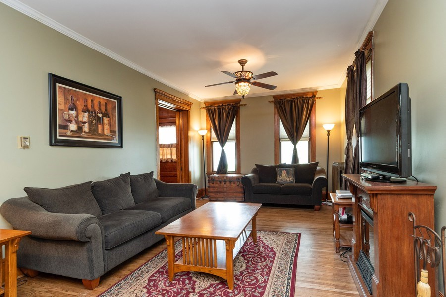 Real Estate Photography - 425 Grant Place, Aurora, IL, 60505 - Living Room