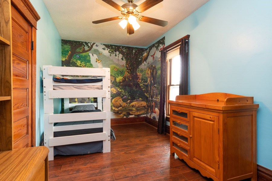 Real Estate Photography - 425 Grant Place, Aurora, IL, 60505 - 2nd Bedroom