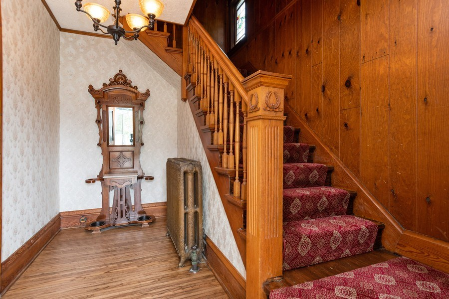 Real Estate Photography - 425 Grant Place, Aurora, IL, 60505 - Foyer