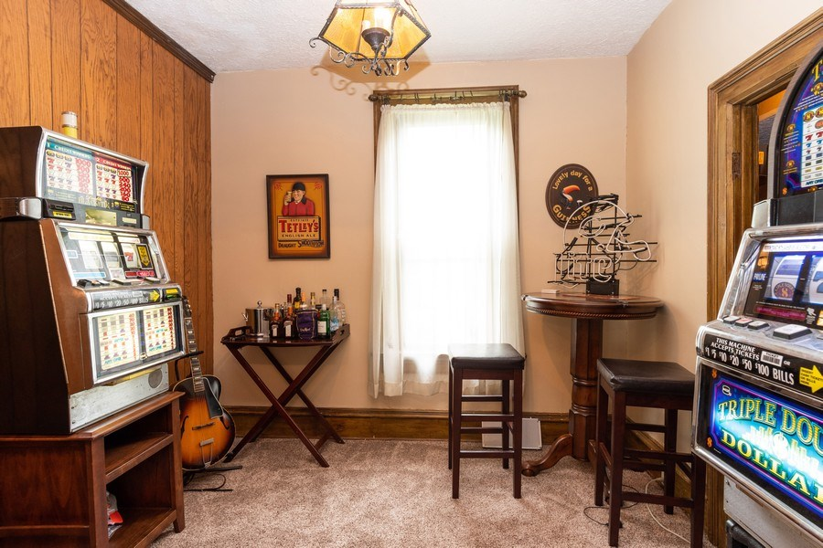 Real Estate Photography - 425 Grant Place, Aurora, IL, 60505 - Den