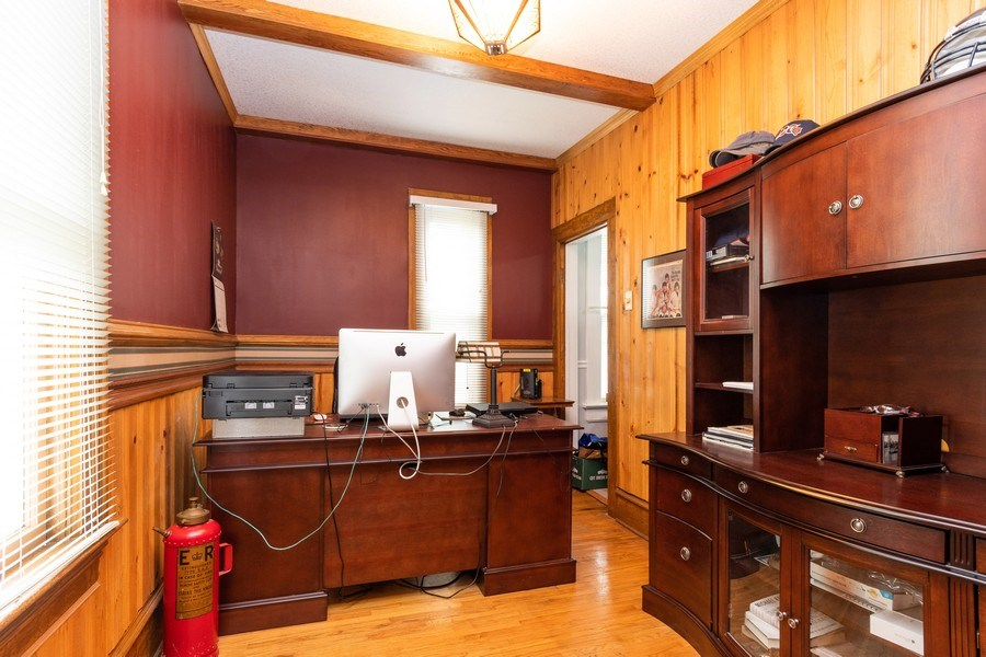 Real Estate Photography - 425 Grant Place, Aurora, IL, 60505 - Office