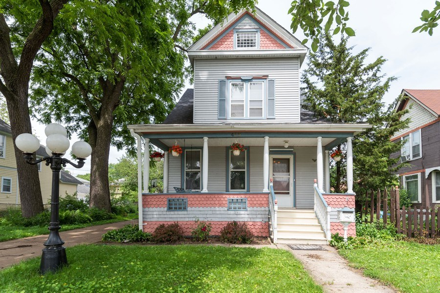 Real Estate Photography - 425 Grant Place, Aurora, IL, 60505 - Front View