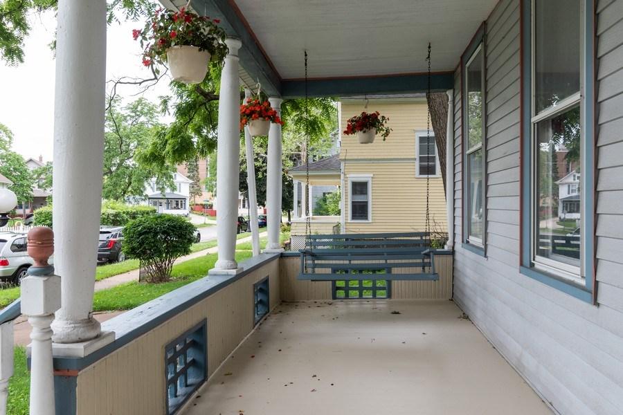 Real Estate Photography - 425 Grant Place, Aurora, IL, 60505 - Porch