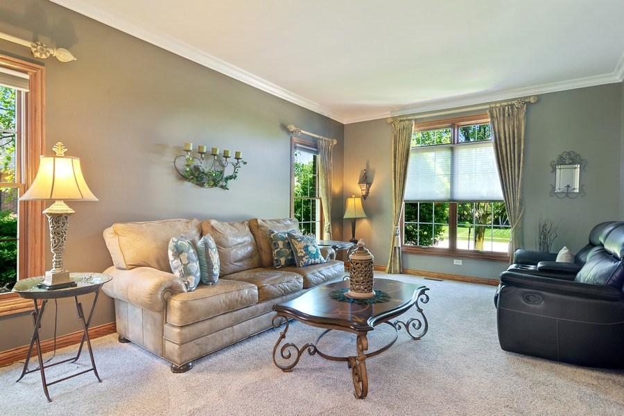 Real Estate Photography - 117 LUCY Court, Lake Zurich, IL, 60047 - Living Room