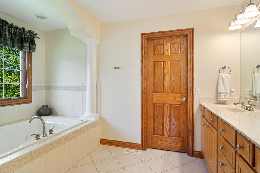 Real Estate Photography - 117 LUCY Court, Lake Zurich, IL, 60047 - Master Bathroom