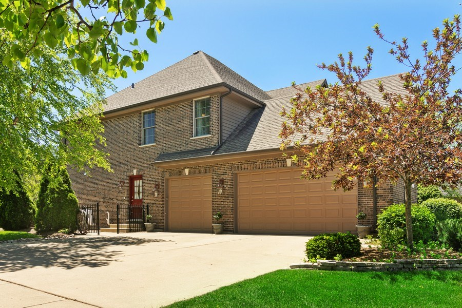 Real Estate Photography - 117 LUCY Court, Lake Zurich, IL, 60047 - 3 Car Garage
