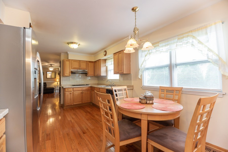 Real Estate Photography - 1118 S. Cherrywood Drive, Mount Prospect, IL, 60056 - Kitchen