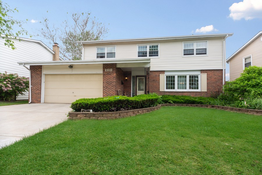 Real Estate Photography - 1118 S. Cherrywood Drive, Mount Prospect, IL, 60056 - Front View