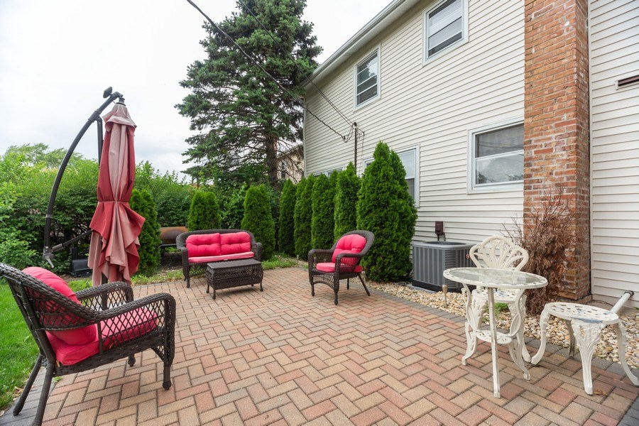 Real Estate Photography - 1118 S. Cherrywood Drive, Mount Prospect, IL, 60056 - Patio