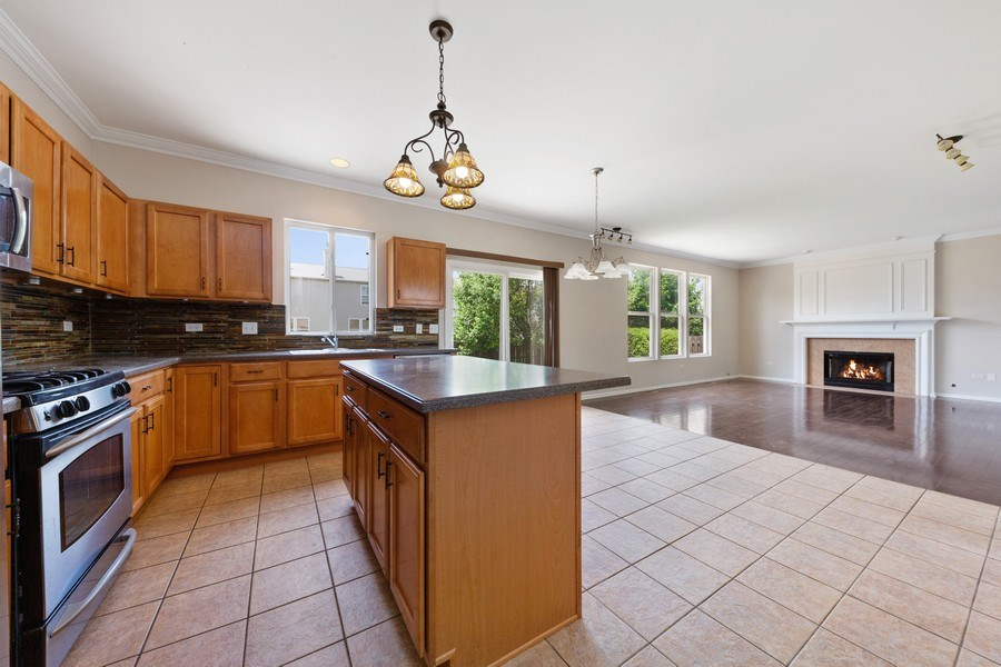 Real Estate Photography - 2 Honeysuckle Court, Bolingbrook, IL, 60490 - Kitchen