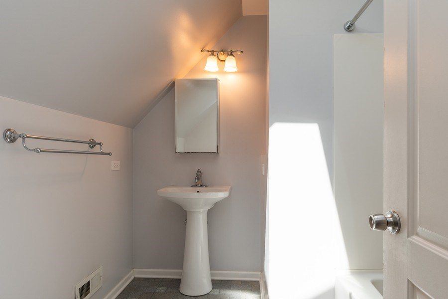 Real Estate Photography - 79 Highview Drive, Yorkville, IL, 60560 - 2nd Bathroom
