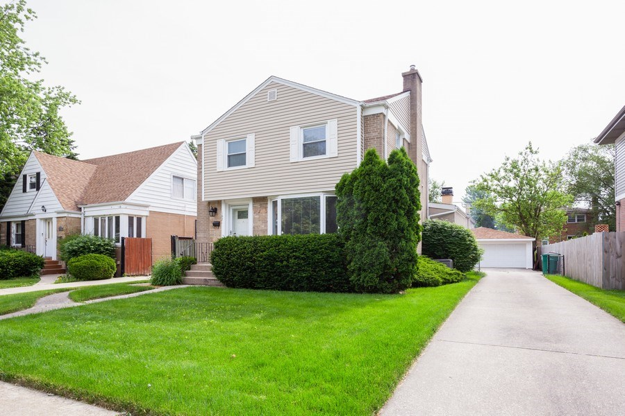 Real Estate Photography - 1621 Belleview Avenue, Westchester, IL, 60154 - Expanded Georgian with Detached 2.5 Garage