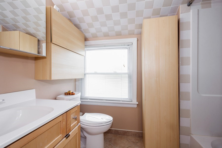 Real Estate Photography - 1621 Belleview Avenue, Westchester, IL, 60154 - Full Updated Second Floor Bath