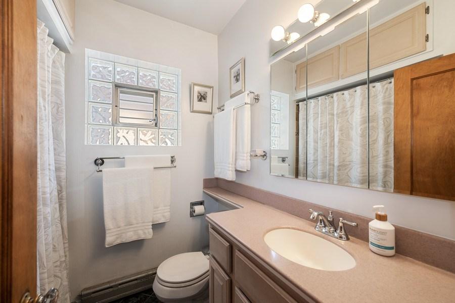 Real Estate Photography - 1636 Wisconsin Ave, Berwyn, IL, 60402 - Master Bathroom