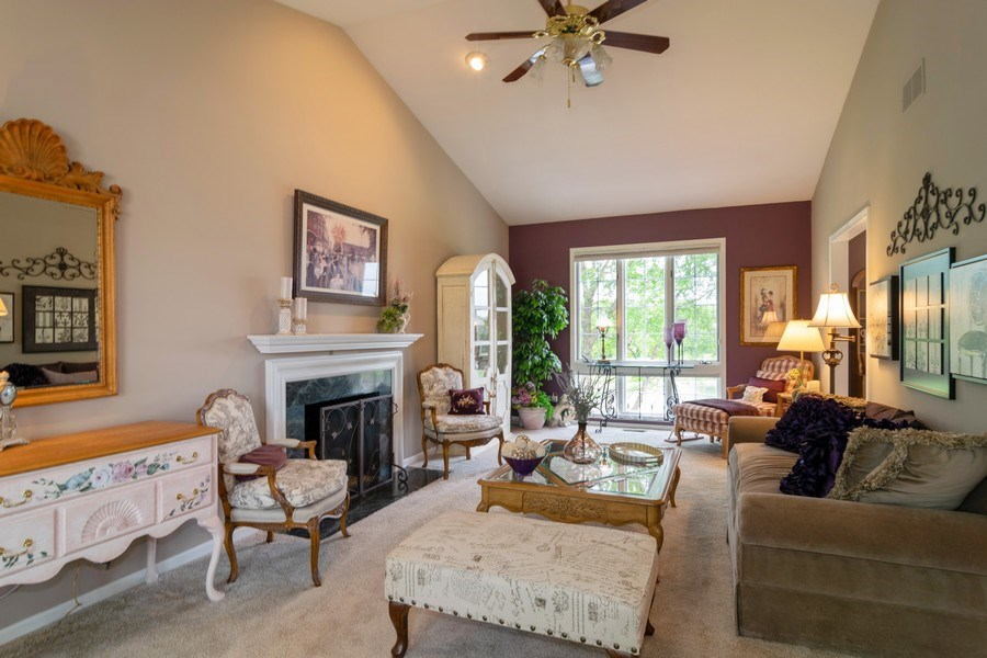 Real Estate Photography - 598 Golfers Lane, Bartlett, IL, 60103 - Living Room
