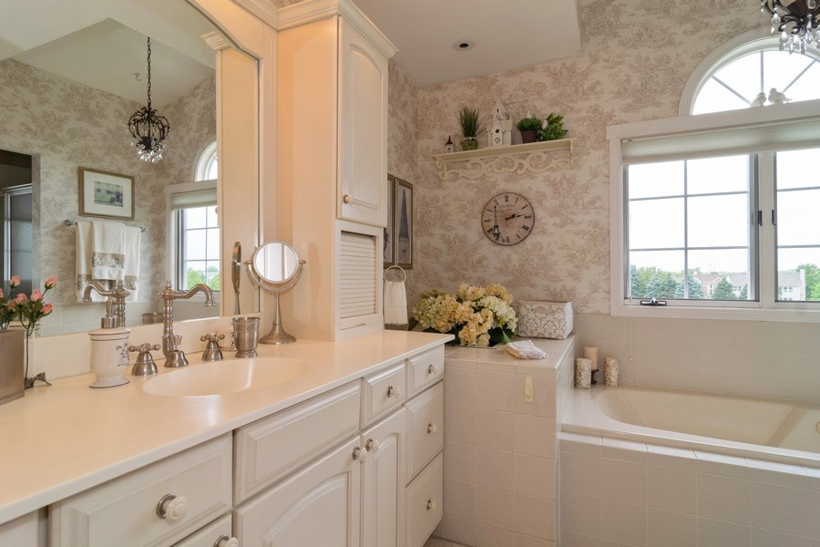 Real Estate Photography - 598 Golfers Lane, Bartlett, IL, 60103 - Master Bathroom